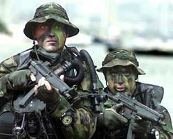 US_Navy_SEALs_in_from_water.jpg
