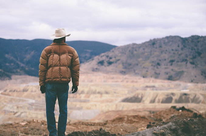 Hombre con sombrero de vaquero