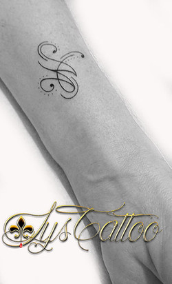 tatouage femme poignet pessac
