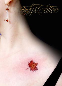 tatouage clavicule epaule femme