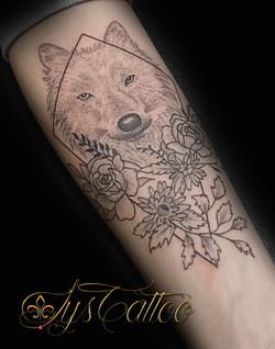 tatouage loup femme bordeaux
