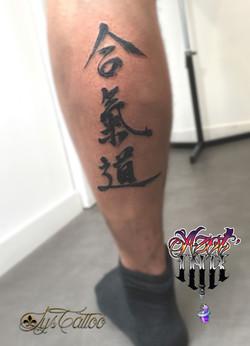 tatouage calligraphie kanji japonais à Bordeaux