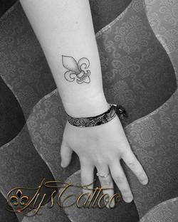 tatouage fleur de lys