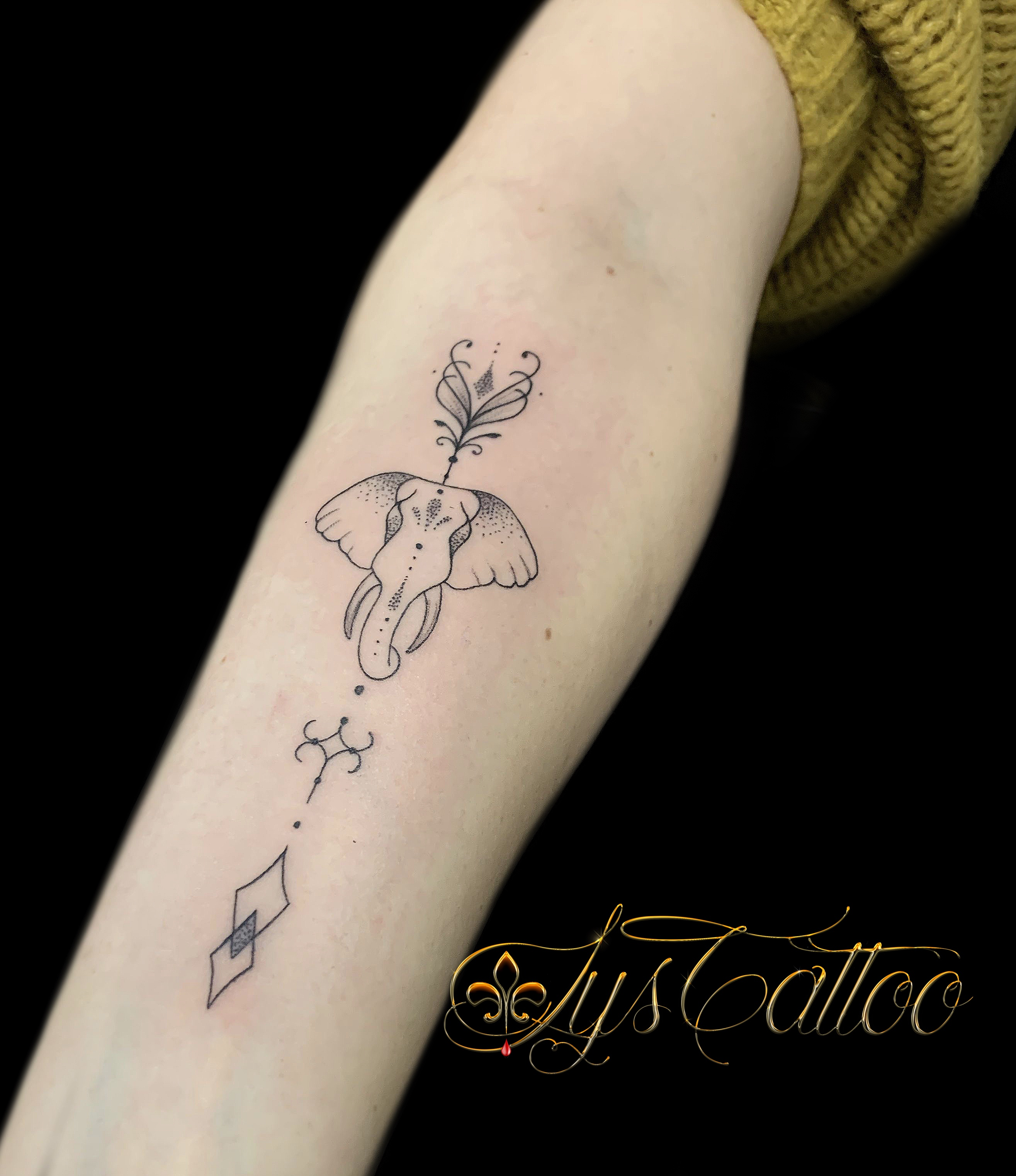 tatouage fleche elephant
