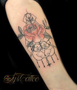 tatouage rose ornementale