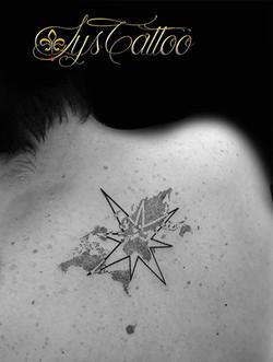 tatouage colonne vertebrale bordeaux