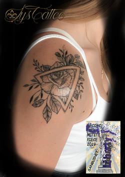 tatouage fleurs et géométrie dotwork à Bordeaux
