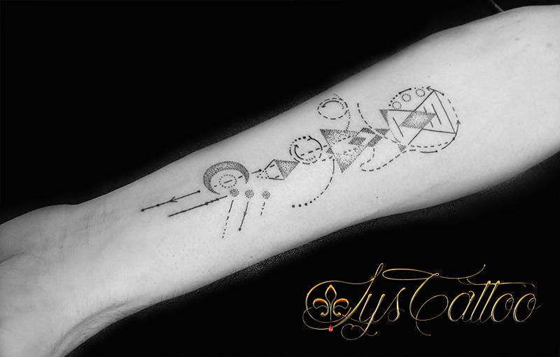 tatouage geometrique homme bordeaux