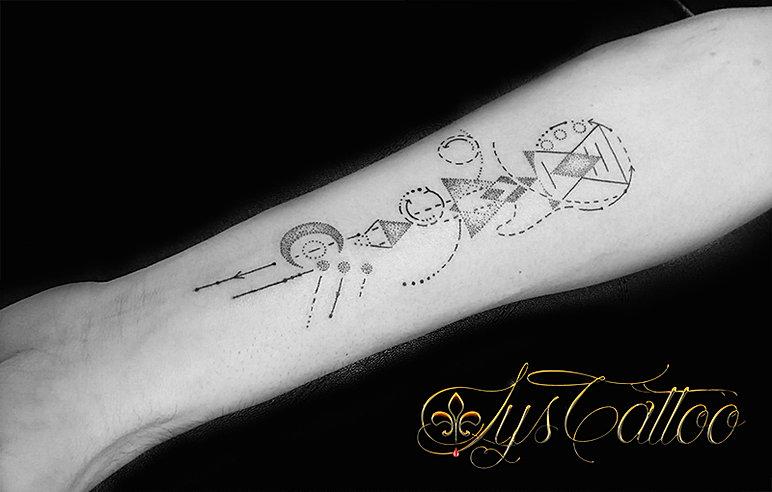 tatouage fin homme good tatouage bateau sur le poignet mode homme tatouage bateau pirates with. Black Bedroom Furniture Sets. Home Design Ideas