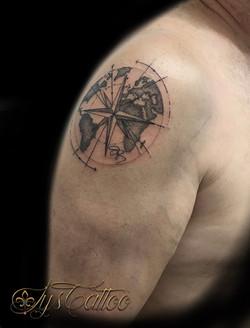 tatouage planisphere à Bordeaux