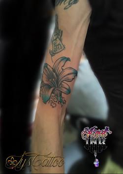 tatouage fleur de lys Bordeaux