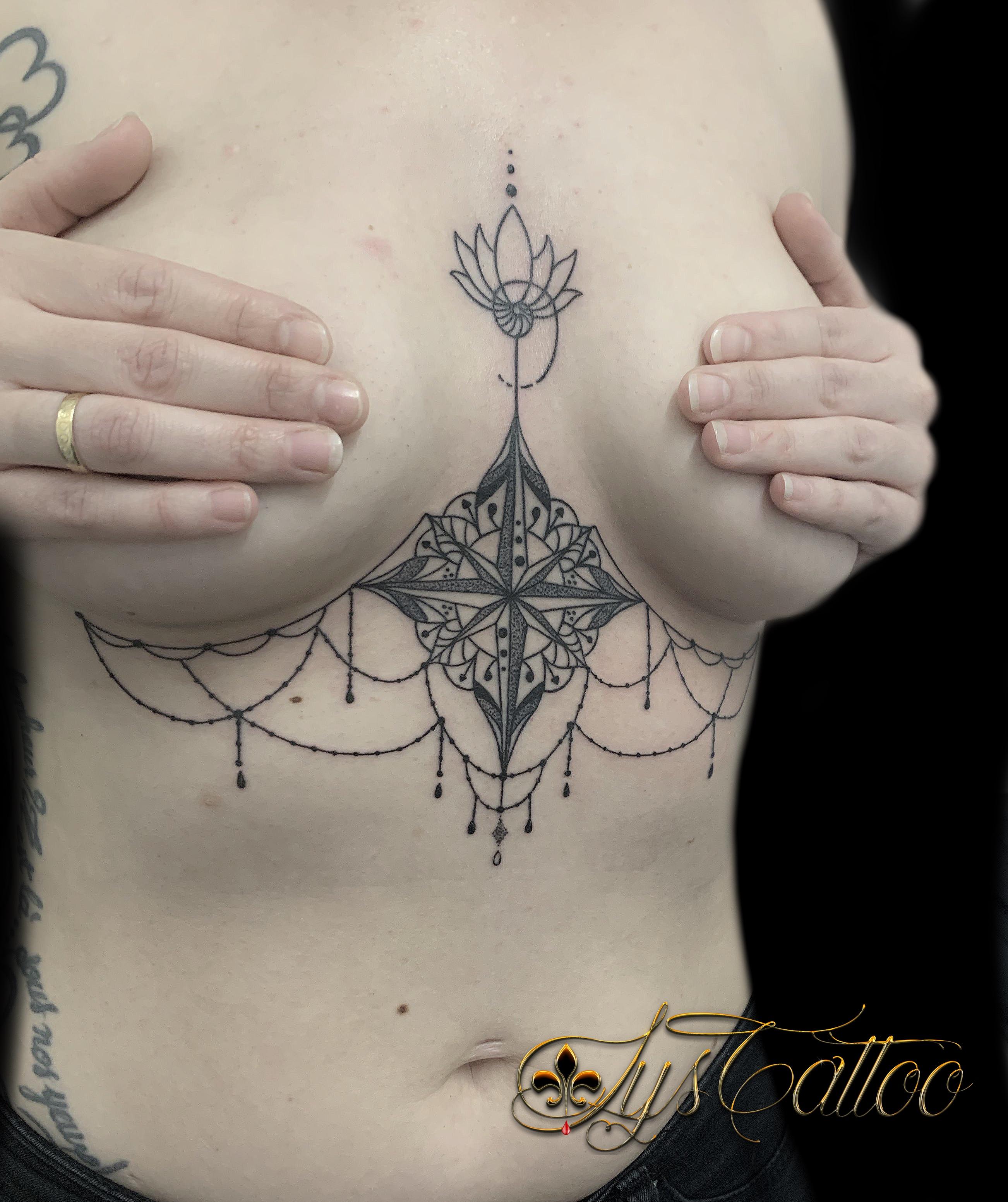 tatouage undâerboobs rose des vents