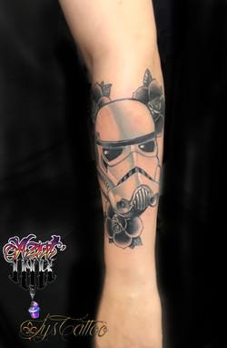 tatouage casque de stormtroopers à Bordeaux
