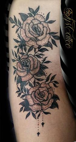 tatouage roses femme