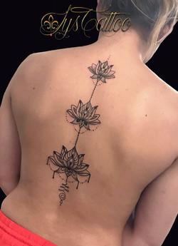 tatouage lotus bègles