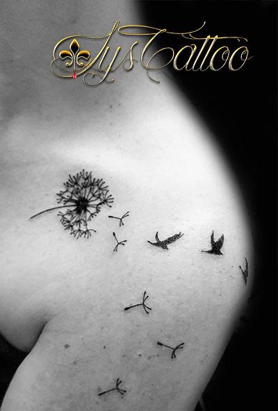 tatouage pisselit oiseaux femme bord