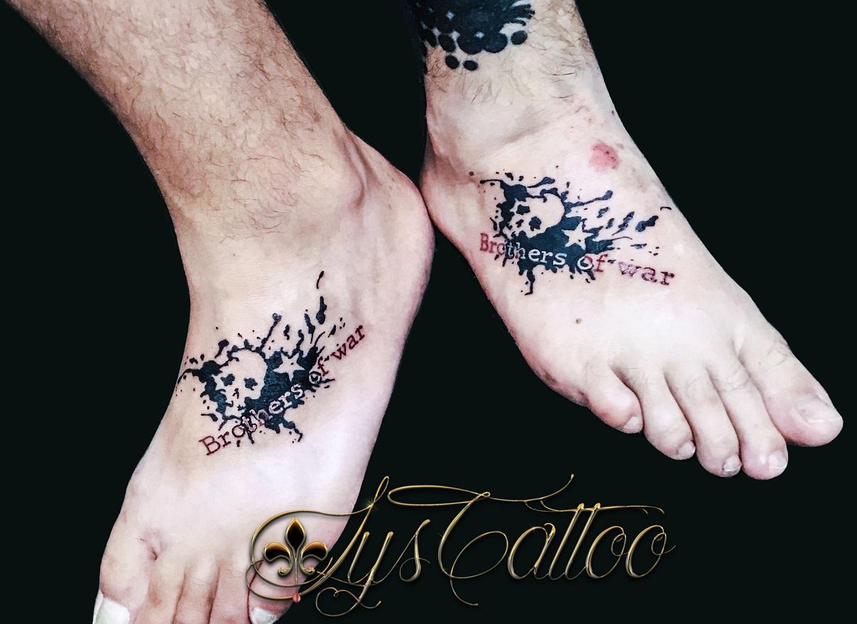 tatouage en commun tete de mort
