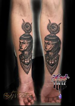 tatouage tête femme égyptienne à Bordeaux