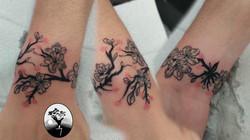 tatouage branche de cerisier japonais en bracelet Bordeaux