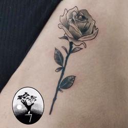 tatouage rose Bordeaux