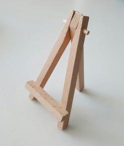 Mini Wooden Easels 30p