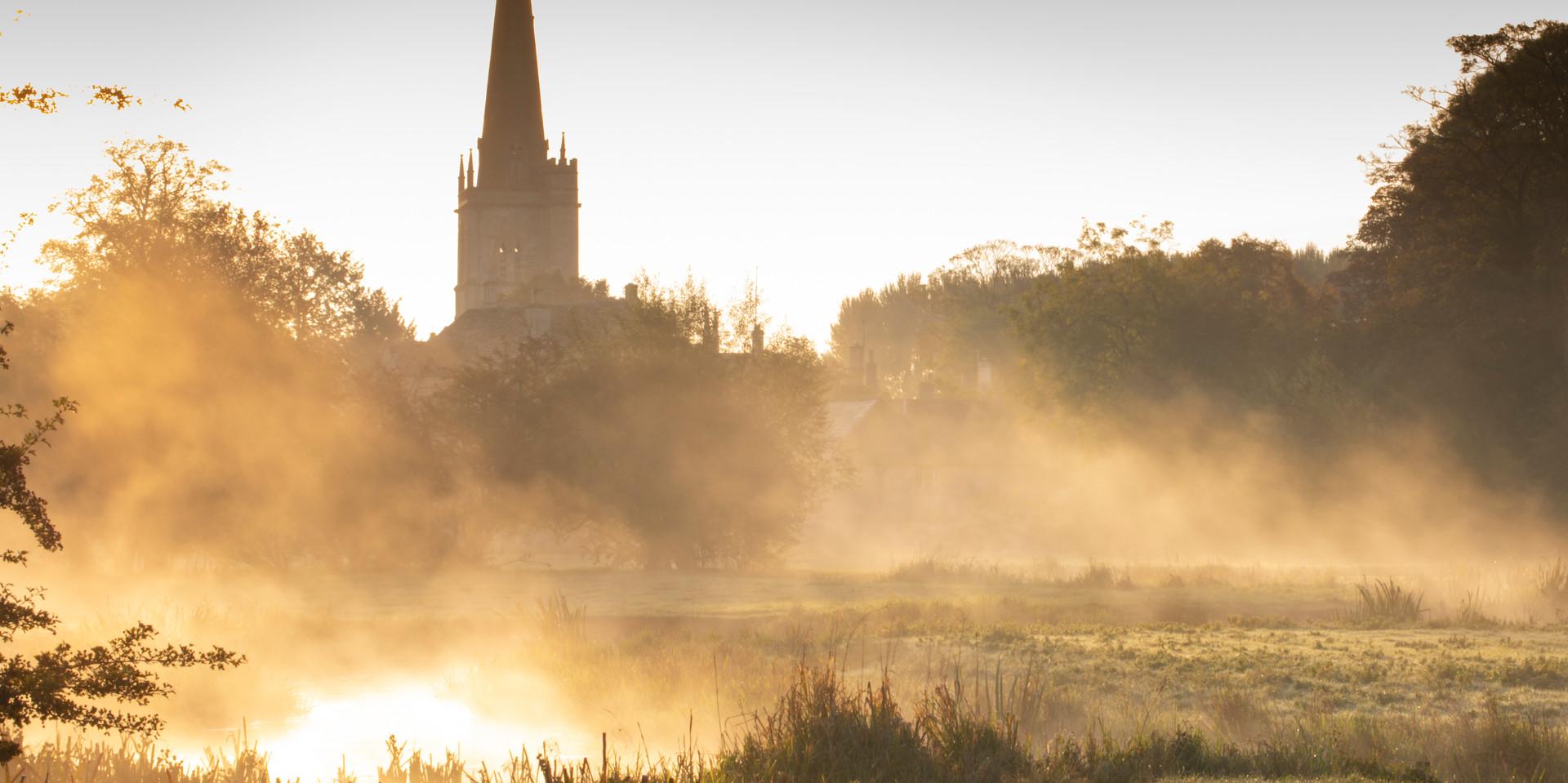Burford-at-sunrise-Cotswolds-October_Wil