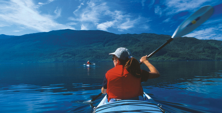 Sea kayaking in Johnstone Strait ©William Gray