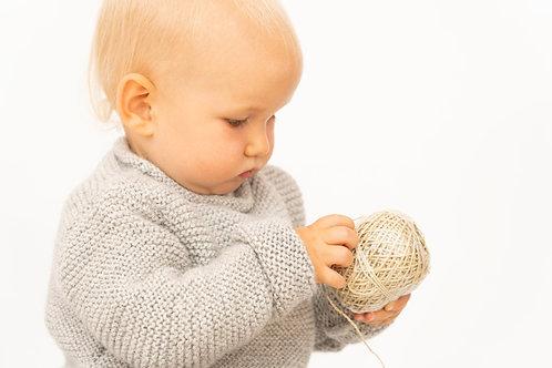 Handgestrickter Babypullover FRITZ aus Alpakawolle - Babykleidung von Alpakita