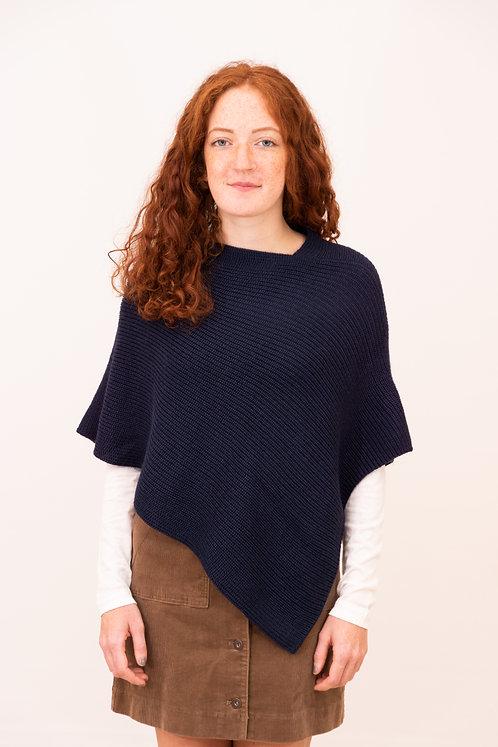 Handgestrickter kurzer Modeponcho für Frauen, ein Schmuckstück aus Wolle