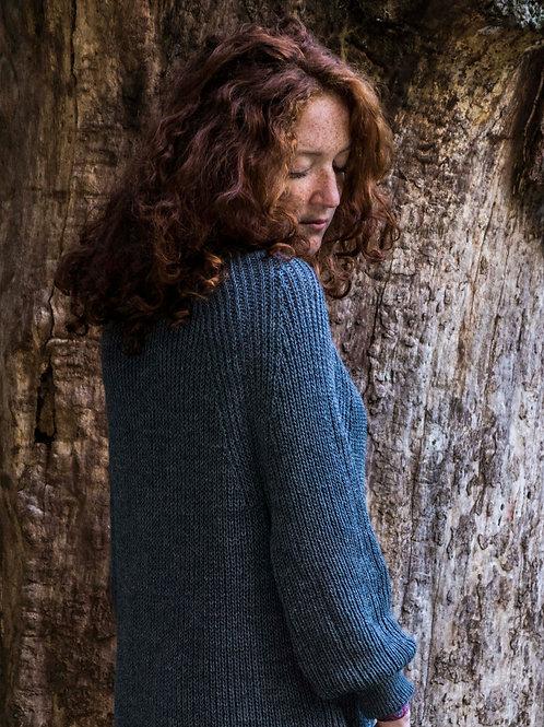 Attraktiver Longpulli,  etwas ganz Neues für die Frau, die gerne gestricktes trägt.