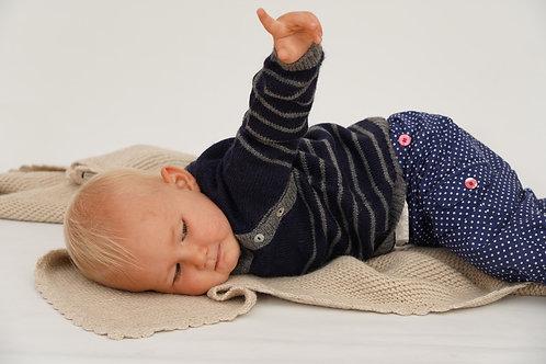Babypullover mit Knopfleiste an der Schulter | Babymode von Alpakita | Die Babybekleidung