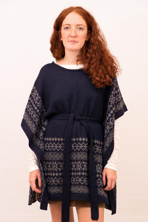 Ideenreicher Poncho für Frauen in dunkelblau mit dezenten grauen Muster