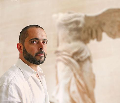 Mestan Tekin le peintre franco-turc présente une collection de céramiques ottomanes