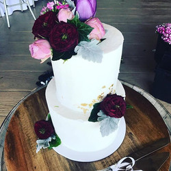 Thank you _one_fine_day_floral_design for working your magic on Hamish & Jaimi's wedding cake _prest