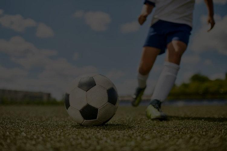 bola-de-chute-de-menino-no-futebol_23685