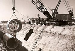 521_1953_Largest_Crane_and_largest_pipe_layed_in_area_edited