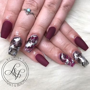 Acrylic nails with foil