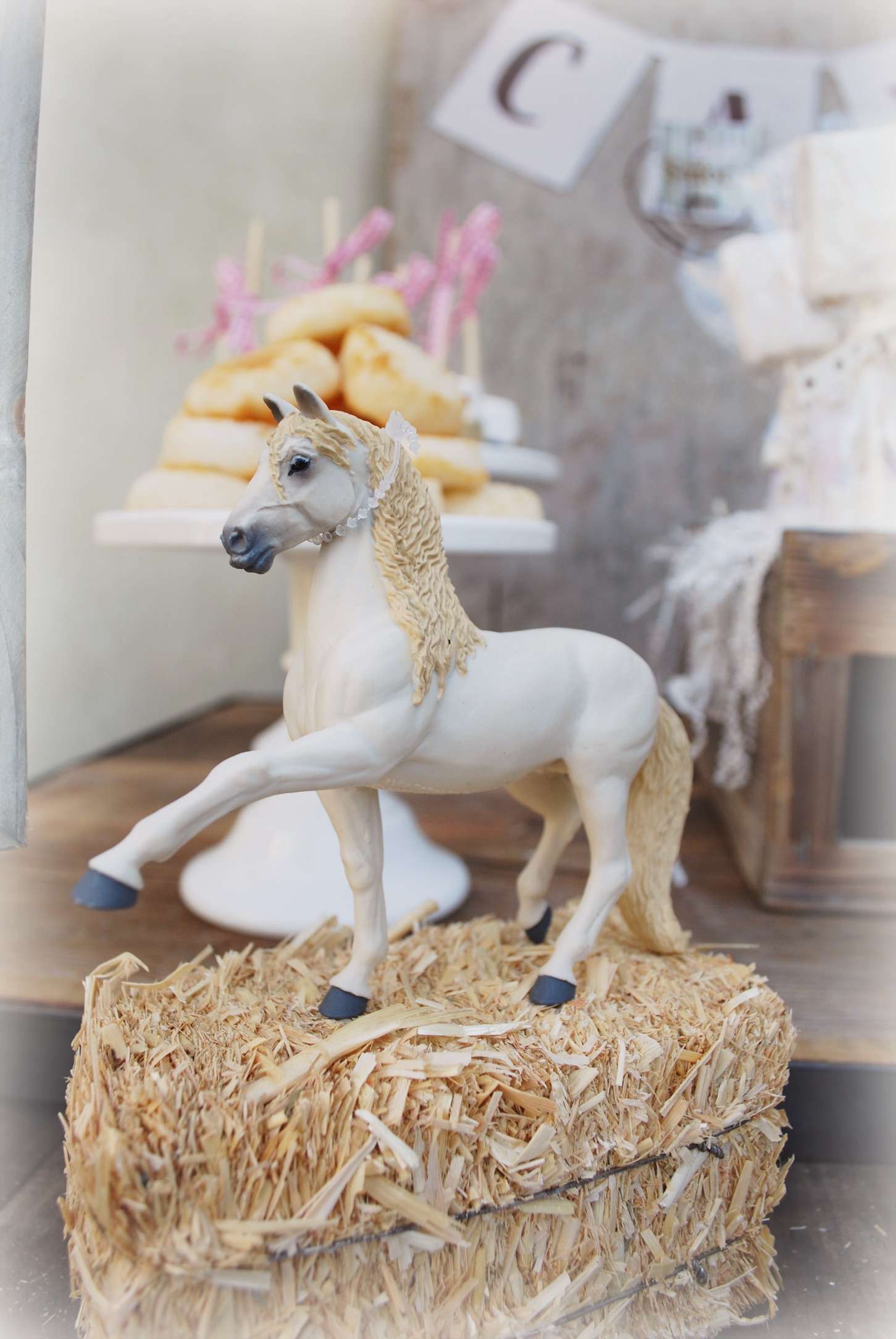 Model Breyer Pony