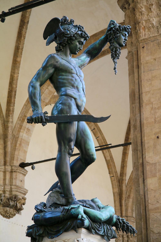 Perseus hold Medusa's severed head