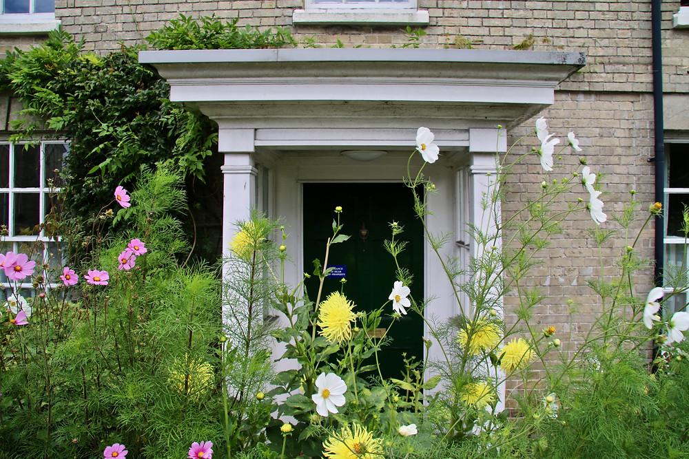 Green door hiding in Salisbury, England.