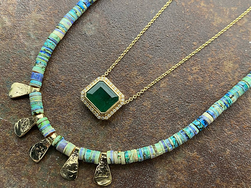 Emerald, diamonds and gold necklace