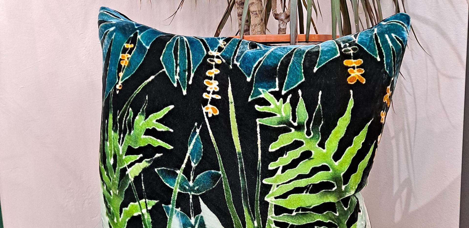 """Parker and arrol - Cushion 18"""" green multi leaf"""