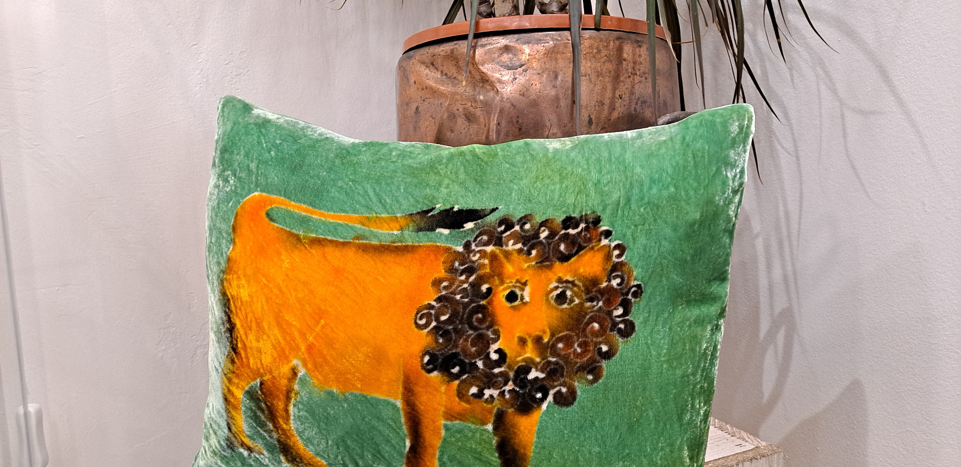 """Parker and arrol - Cushion 13x17"""" green lion"""