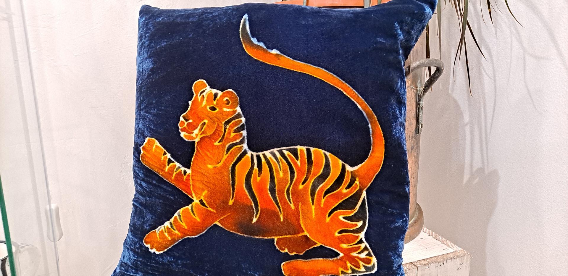 "Parker and arrol - Cushion 16"" blue tiger"