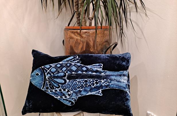 "Parker and arrol - Cushion 20x12"" blue fish"
