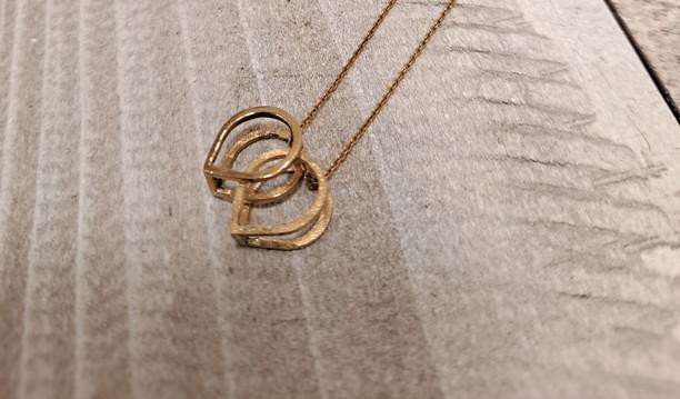 Caroline Draper - Lotus mini double pendant in gold