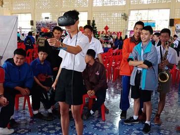 เชียงรายเทคโนคอม สาขาเชียงของ ได้นำชุด VR ไปร่วมงานเปิดบ้านแสดงนิทรรศการ ให้เด็กนักเรียนโรงเรียนห้วย