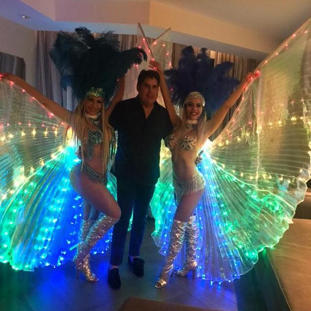Hora Loca in Miami, Samba Dancers