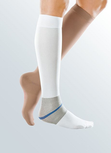 Mediven ulcer kit® - Double layer compression stocking with 40 mmHg for the treatment of venous leg ulcers