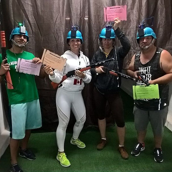 grupo 2 consiguiendo la misión en el escape room zombie